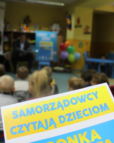 Samorządowcy czytali dzieciom