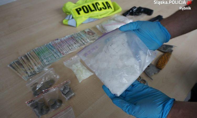 Ponad 3,2 tys. porcji dopalaczy zabezpieczyli policjanci z Rybnika